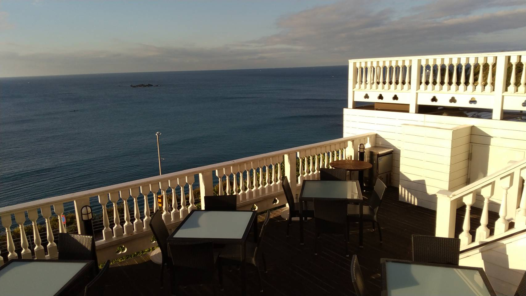 海が見えるオーベルジュ!葉山ホテル 音羽の森で旅ヨガを満喫する方法