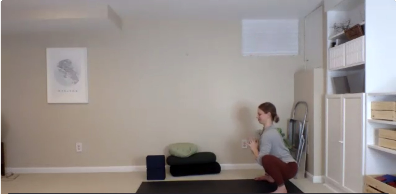 妊婦さんにおすすめ!米国ヨガワークス式!マタニティ太陽礼拝で体力づくり